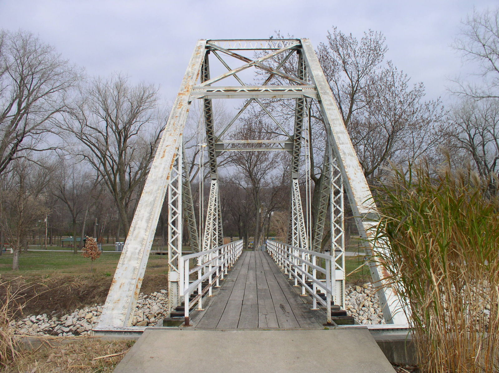 truss bridge essay One of the many types of truss bridges is an allan truss bridge in allan truss bridge, the truss forms the supers framework or structure of the load bearing in .